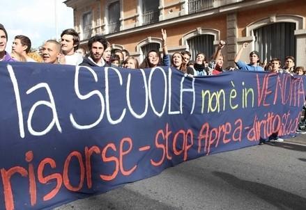 scuola_sciopero1R400