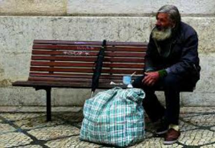 senzatetto_R439