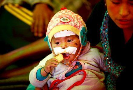 terremoto_nepal_bambinoferitoR439