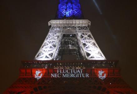 torre_eiffel_parigi_francia_attentati_isis_terroristi