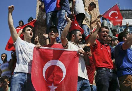 turchia_manifestazione_golpeR439