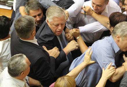 ucraina_parlamento_rissaR439