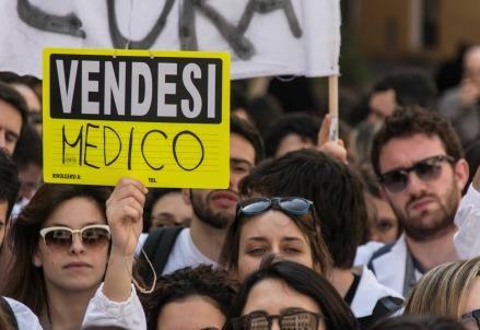 universita_medicina_protestaR439
