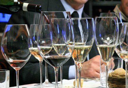 vino_bicchieri_r439
