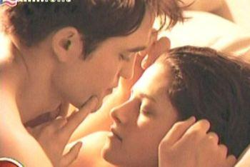 breaking-dawn_edward-bella-lettoR400