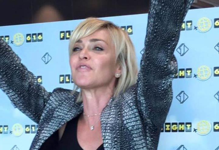 """Paola Barale/ Arriva la """"replica"""" a Raz Degan? (Maurizio Costanzo ..."""