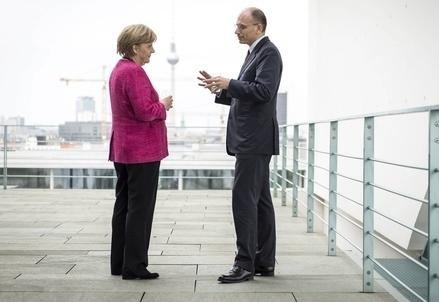 Merkel_letta_terrazzaR439