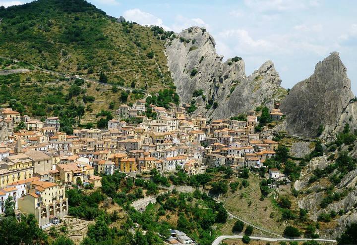 castelmezzano_borgo_wikipedia_2017