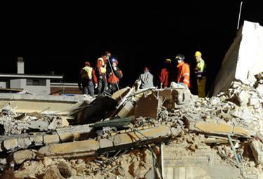terremoto_soccorsinotteR375_7apr09