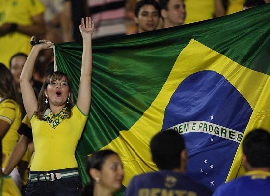 tifosa_brasile_bandiera
