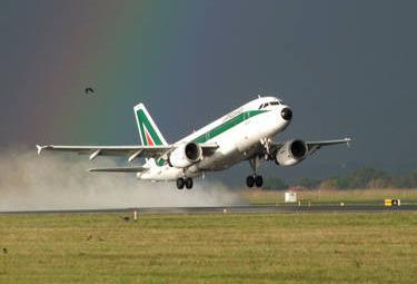 Alitalia_DecolloR375