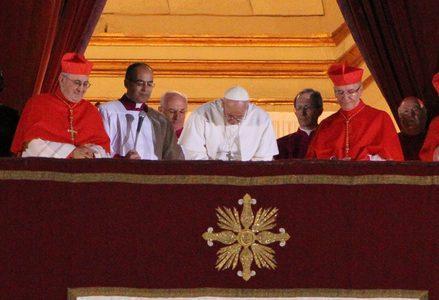 Bergoglio_papa_francesco_preghieraR439