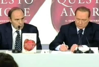 BerlusconiVespaLibroAmoreR400