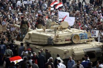 Egitto_Piazza_CarroarmatoR400