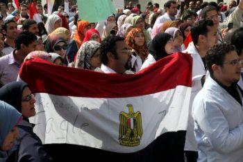 Egitto_Proteste_BandieraR400