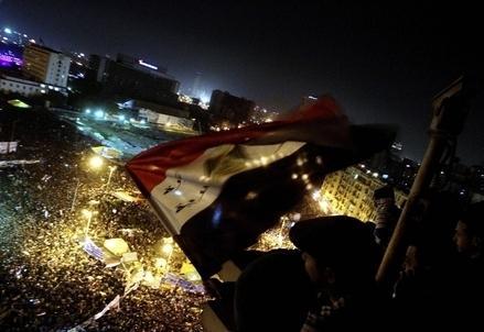 Egitto_Tahrir_Bandiera_NotteR439
