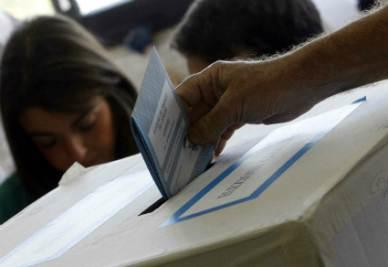 Elezioni_Voto_UrnaR400