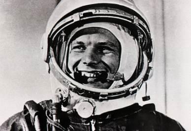 Gagarin_YuriR400