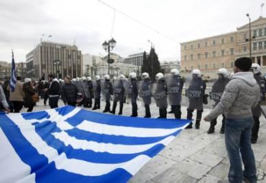 Grecia_Bandiera_Piazza_PoliziaR400