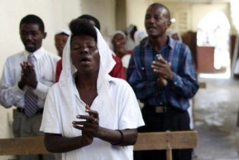 Haiti_Chiesa_PersoneR400