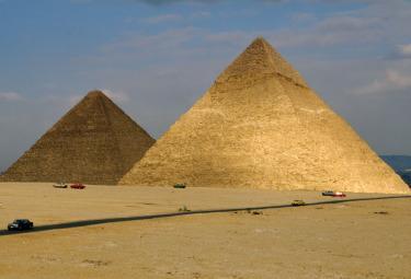 Piramidi_GizaR375
