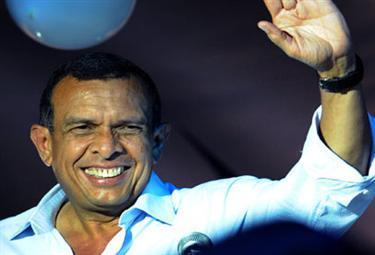 Porfirio-Lobo-wins-HondurasR375