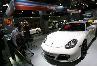 Porsche-Cayman_R375