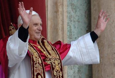 Ratzinger_ElezioneR375