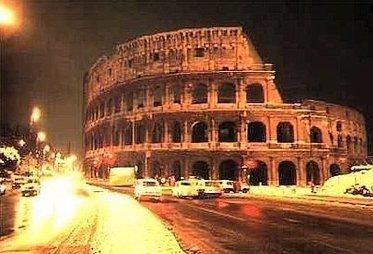 RomaNeveColosseo_R375