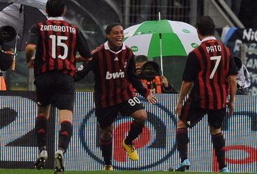 Ronaldinho_R375_8nom09