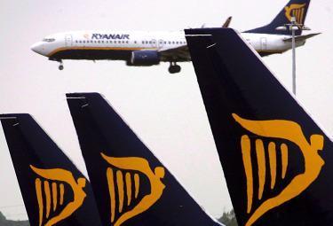Ryanair_AereoR375-1