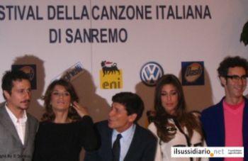 Sanremo2011ConferenzaR400