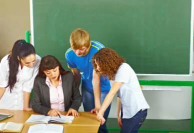 Scuola_Insegnante_Aiuto_StudentiR400