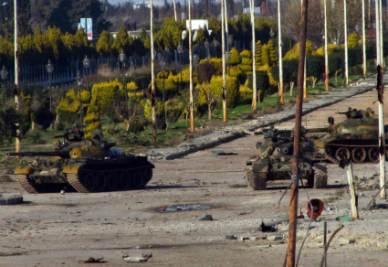 Siria_Homs_CarriArmatiR400