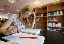 Studentessa-sui-libri_FN1