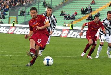 Totti_rigore_R375_26ott08