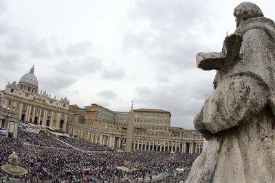Vatican_StPeters_statueR400