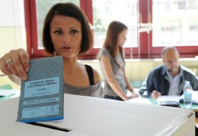 Voto_Comunali_Elezioni_Scheda_UrnaR400