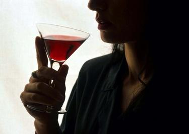 alcolismo_bicchiereR375_24set08