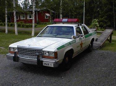 americanpolicecar_R375