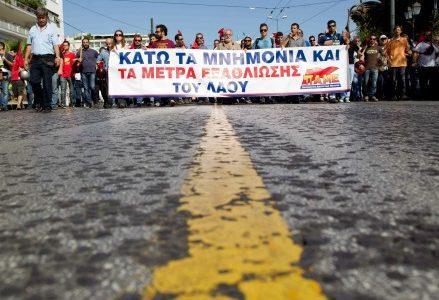 atene-grecia-scontri-manifestante-morto