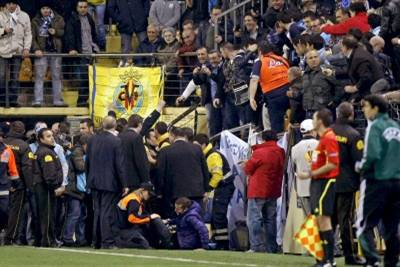 balaustra_tifosi_in_campo_Villarreal_Napoli_R400_25feb11