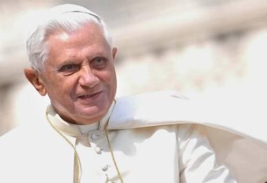 benedettoxvi_ppiano_biancoR400