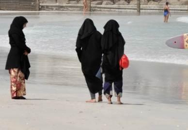 burqa-spiaggia-dubai
