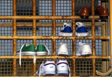 carcere_scarpe_r400