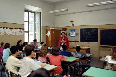 classe_scuola_media_insegnanteR400