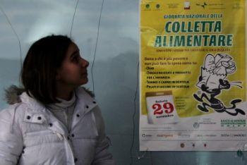colletta_alimentare_ragazzaR400