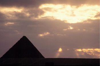 egitto_piramide_ombraR400