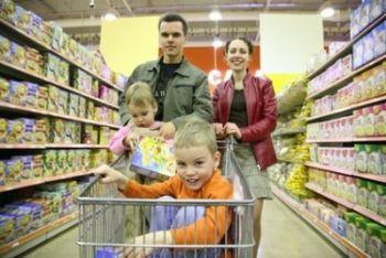famiglia_carrello_supermercatoR400