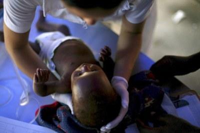 haiti_bimbo_infermieraR400